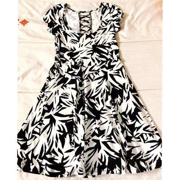 Aeropostale Womens Black /& White Floral Maxi Dress